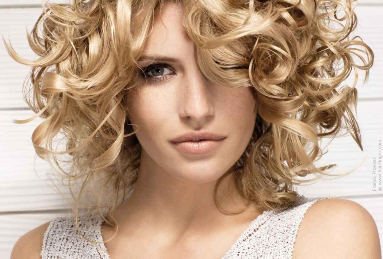 Dalgalı Kısa Saç Modelleri bayan 2013