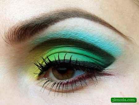Yeşil Tonlarda Göz Makyajı