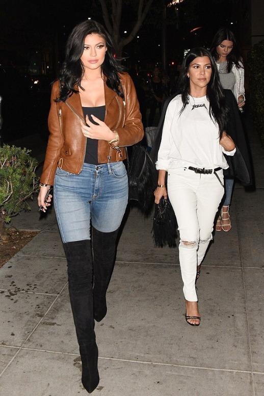 ad6b45b1b8a1b Kylie Jenner in LA Kombini Sokak Stili | | 3k Moda | Diyet Tadında ...