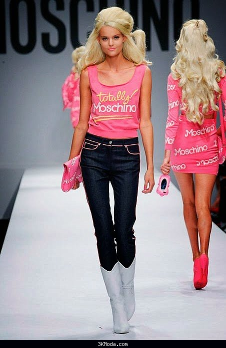 MOSCHINO  Barbie temalı koleksiyonu