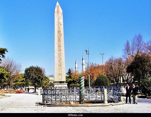 İstanbul'daki Dikilitaş Kimlerin Eseridir?