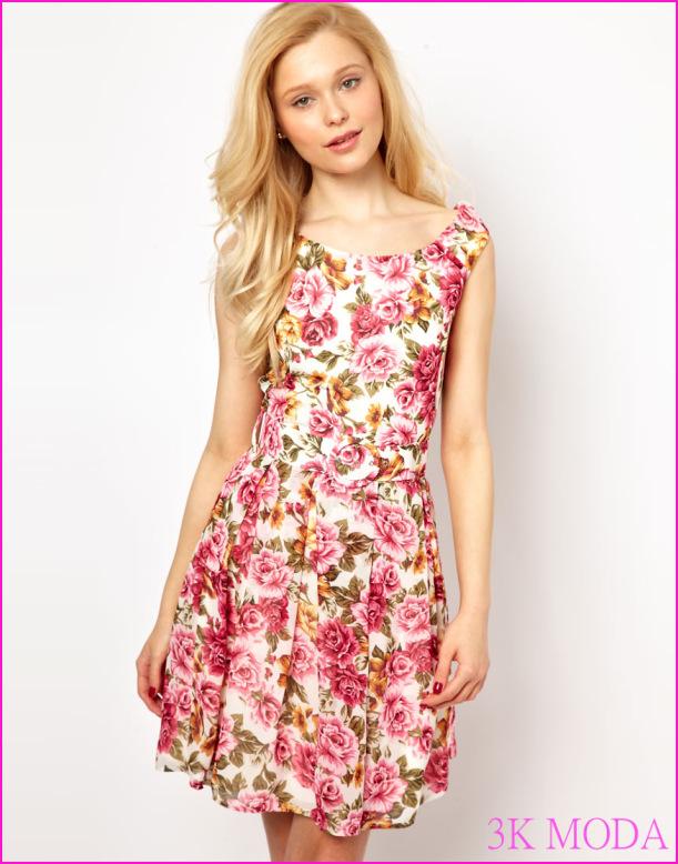 En Şık Çiçekli Elbise Modelleri