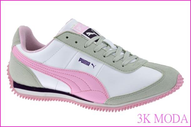 Ayağın-topuk-kısmından-burun-kısmına-uzanan-pembe-plastik-daire-ile-döşenmiş-tabanı-olan-puma-beyaz-bayan-ayakkabı.jpg
